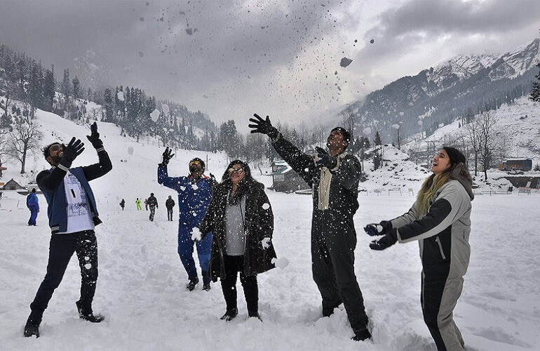 Snowfall In Uttarakhand, Himachal, And J&K Turns The North Into A White Wonderland